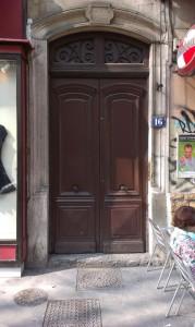 Vchodové dveře v Lyonu