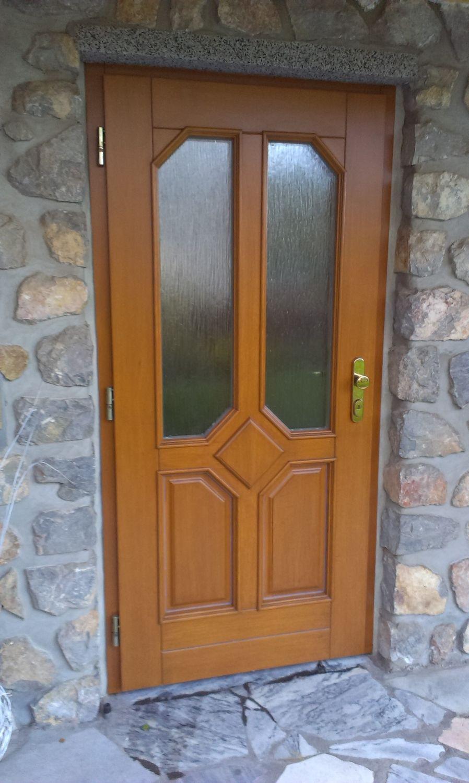 Opravený lak vchodových dveří